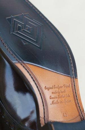 Ročno šivani usnjeni čevlji